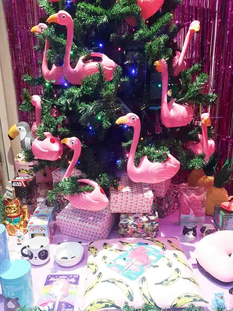 lossebloemen Kerstshoppen in hartje Utrecht losse bloemen it's a present winkel flamingo