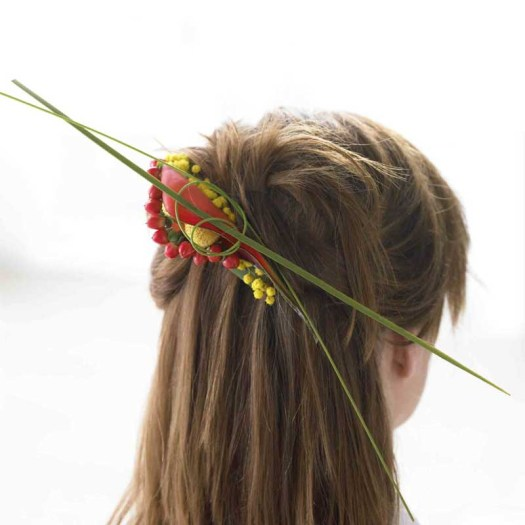 lossebloemen haardecoratie speltje maken met bloemen haarclip