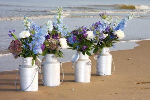 strand-bloemen-beach-wedding-zomer-bloemen-blauwe-bloemen-delphinium-hortensia-iris-losse-bloemen-blog-beeld-mooiwatbloemendoen.nl