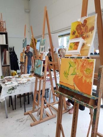 Zonnebloemen van gogh museum sunrichvangogh celebrate summer takiieurope - foto's lossebloemen.nl Amsterdam