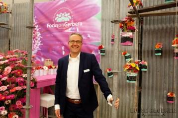 Focus on Gerbera stand Lossebloemen trade fair Royalfloaholland Aalsmeer 9 nov 2018 - bloemenblog lossebloemen.nl