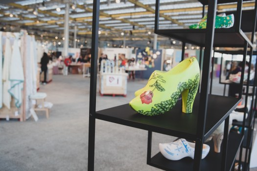 WOOD'N ART SHOES KLOMPEN IN DESIGN JASJE OP Showup 2019 trends op home and gift beurs blog
