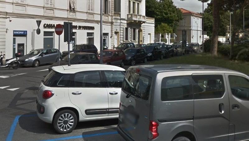 Tragedia in Piazza Roma, donna muore a fare la spesa