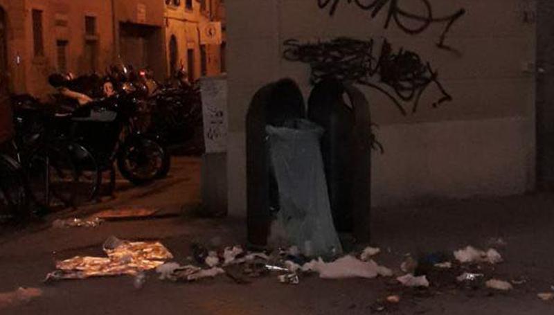 Raid vandalico in via Ricasoli a Livorno