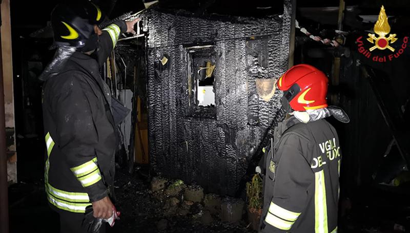 Divampano le fiamme in un appartamento di via Meyer