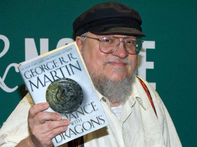 george-rr-martin-2011 con danza de dragones