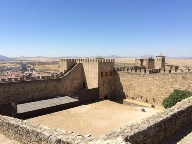 recinto-amurallado-de-trujillo-plaza-de-armas-del-castillo