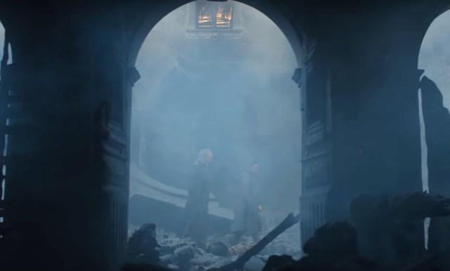 8x06-Davos y Jon entran en las ruinas de Desembarco