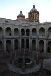 Innenhof von Iglesia de Santo Domingo