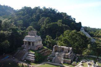Templo del Sol (links) und Templo XIV (rechts)