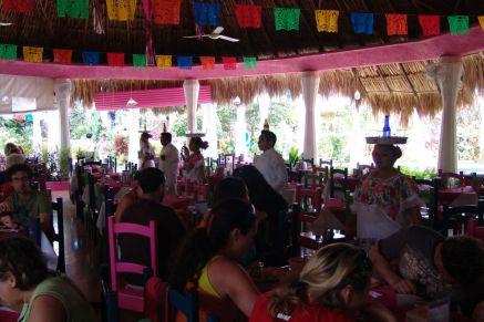 Mittagessen auf dem Weg nach Chichén Itzá