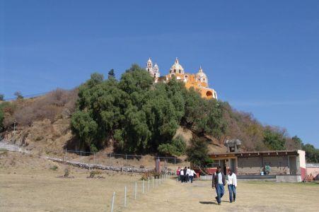Píramide Tepanapa und Iglesia de Nuestra Señora de los Remedios