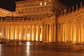 Säulengang am Piazza San Pietro (Petersplatz)