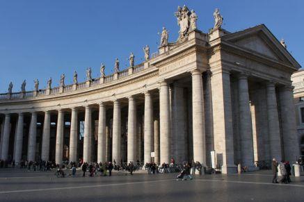 Säulengang der Piazza San Pietro (Petersplatz)