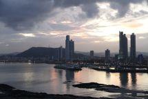 Die Skyline entlang der Cinta Costera und der Ancón Hill