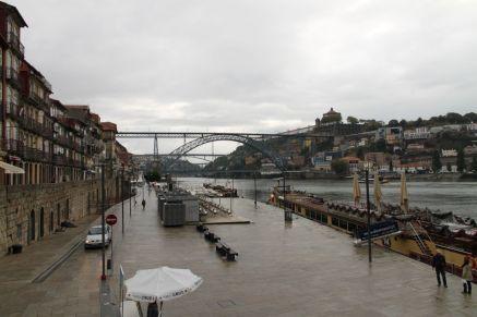 Blick auf die Ponte de Dom Luís I. und den Douro