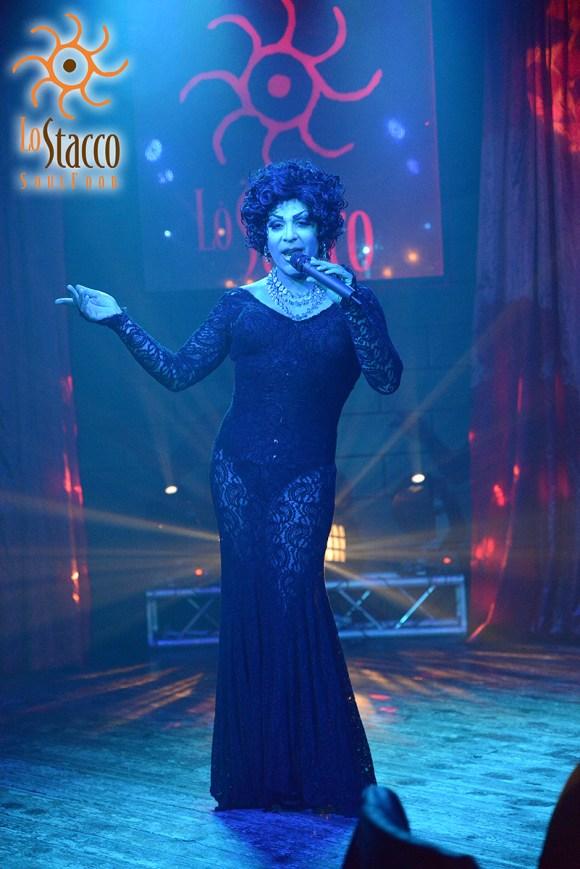 Drag queen Caloggera allo Stacco Milano