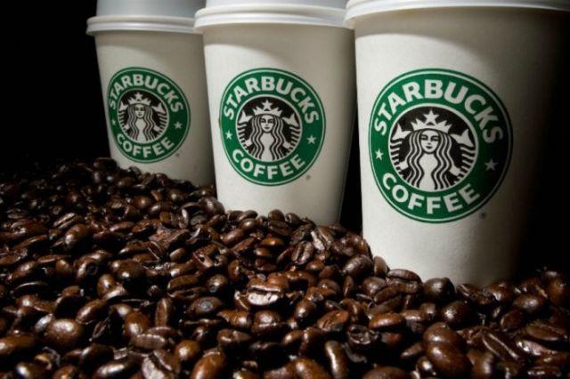 Starbucks a Milano| Palme e banani per far bere il caffè (americano) agli italiani