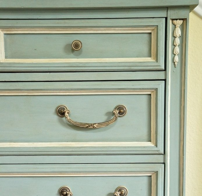 One Day Painting with Chalk Paint Makeover and a Giveaway