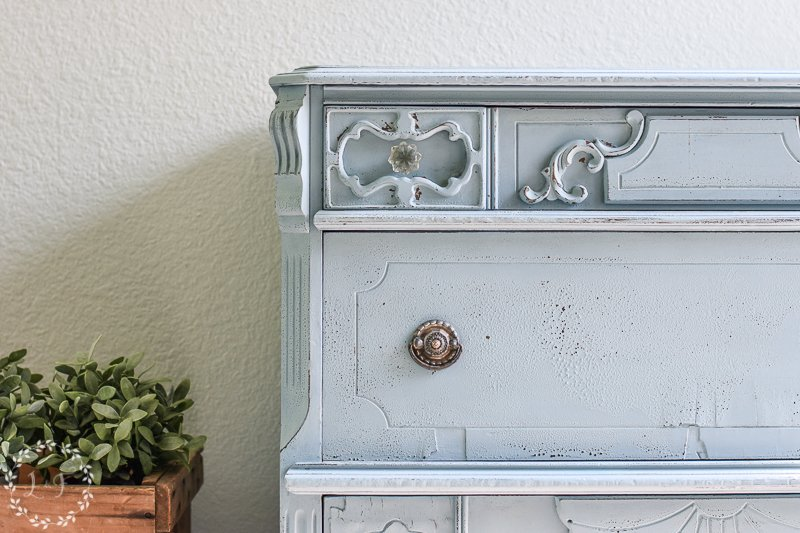 chippy chest of drawers