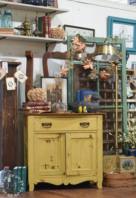 fall antique booth displays 3