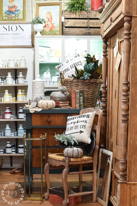 fall antique booth displays 2