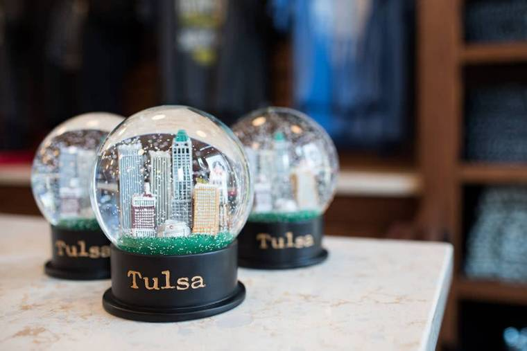 ida-red-tulsa-snow-globe