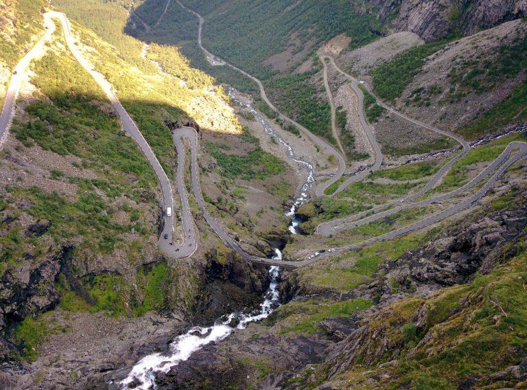 Uitzicht over de haarspeldbochten van Trollstigen
