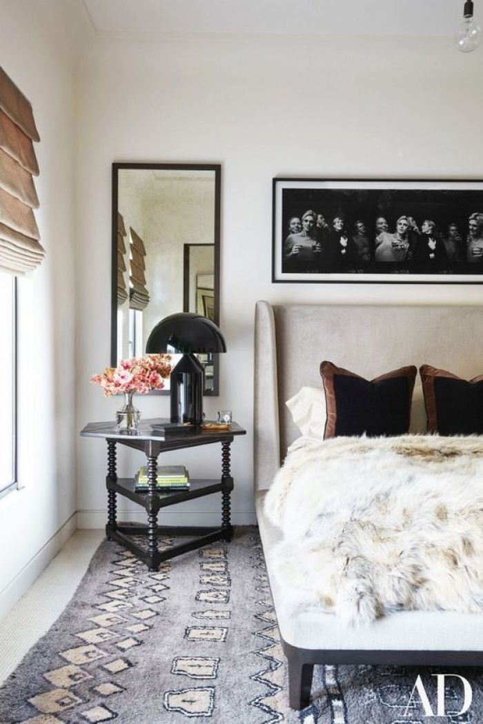 This rug in Kourtney Kardashian's guest bedroom is breaking a major design rule but looks good doing it.