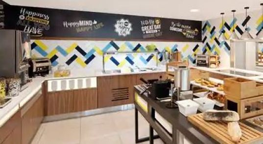 Hampton by Hilton sala colazione