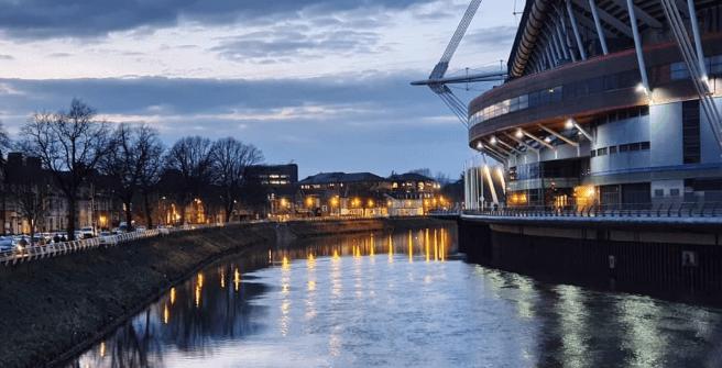 Principality Stadium, lo stadio di Cardiff visto dal fiume Taff