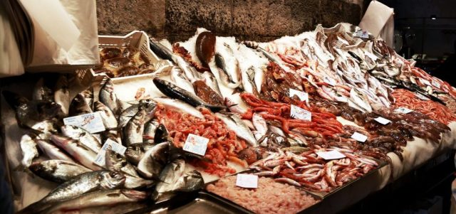 Pesce pronto ad essere venduto al mercato di Catania