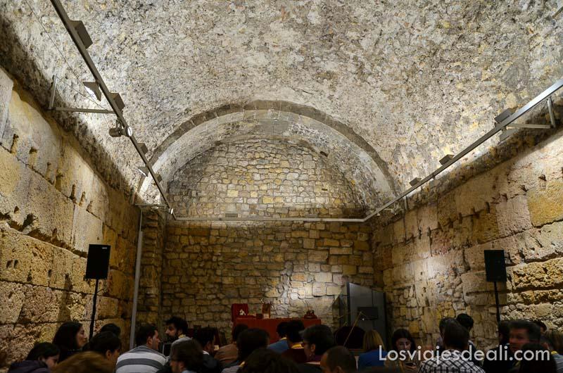 antiguas termas romanas con el público esperando para que empiece el concierto