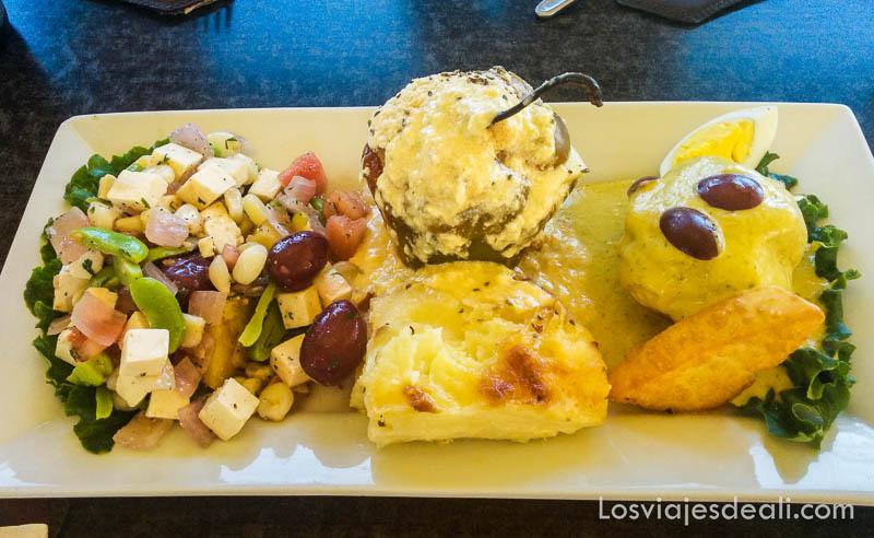 plato con comida típica de arequipa