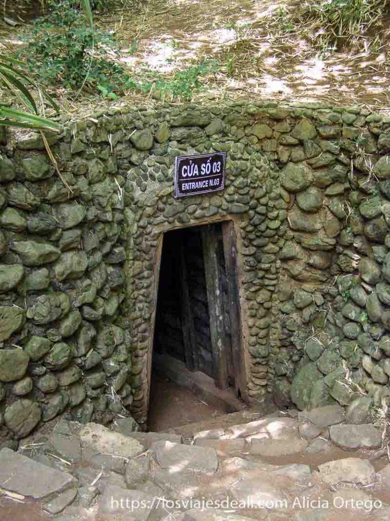entrada de un túnel de la guerra de vietnam
