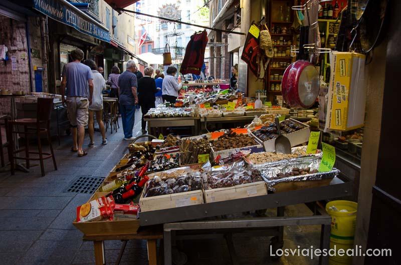 mercado en las calles de perpignan