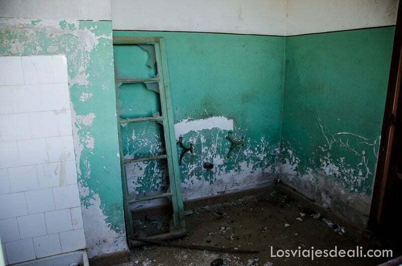 antiguas habitaciones de trabajadores en ruinas