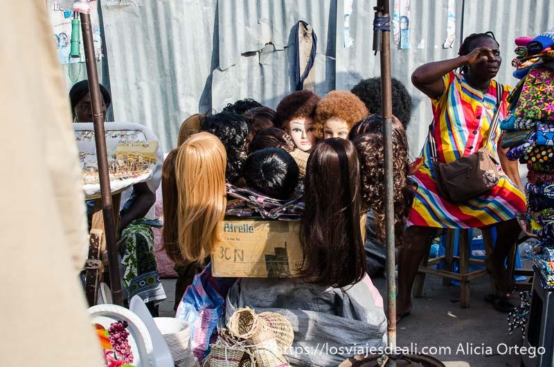 venta de pelucas rubias, morenas, pelo liso y rizado, en la capital de togo