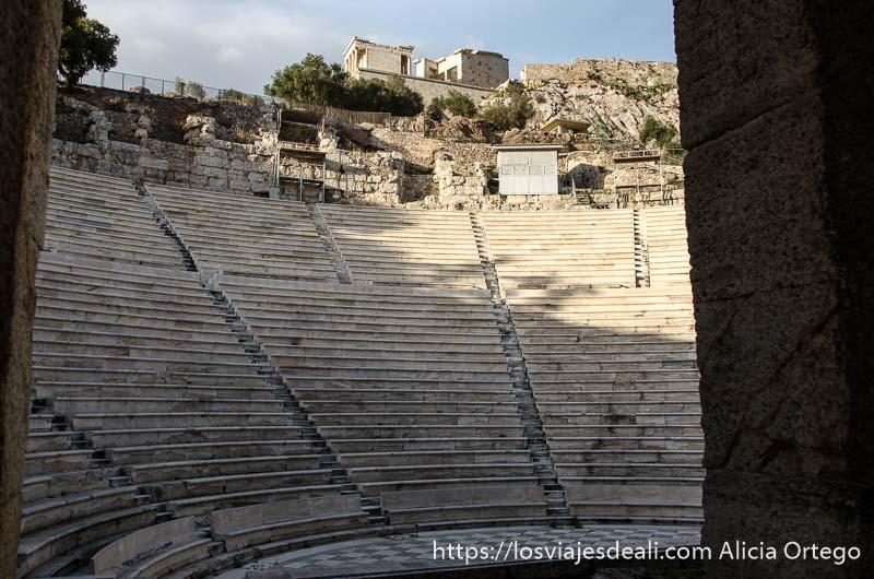 gradas del teatro odeón de Atenas