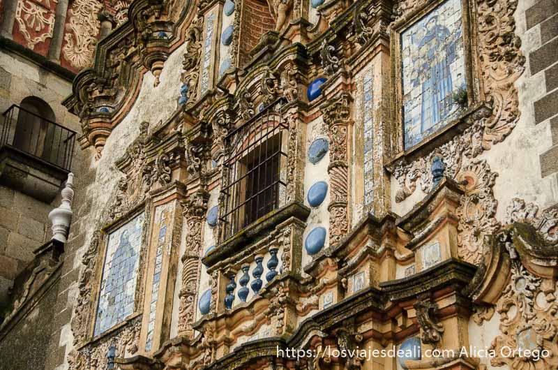 fachada barroca de iglesia de jerez de los caballeros