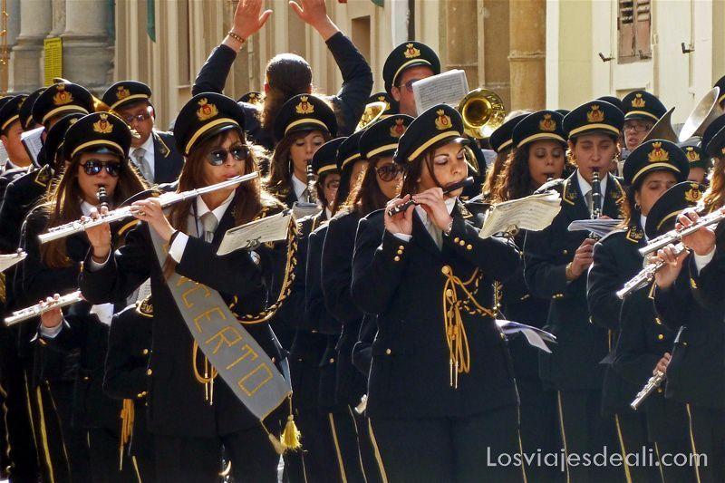 banda de música con mayoría de mujeres Trapani en semana santa