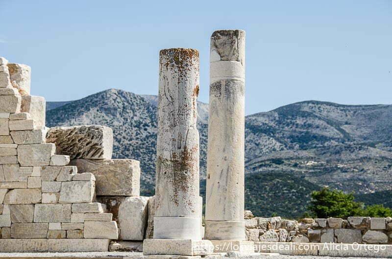 dos columnas del templo de deméter en la isla de naxos
