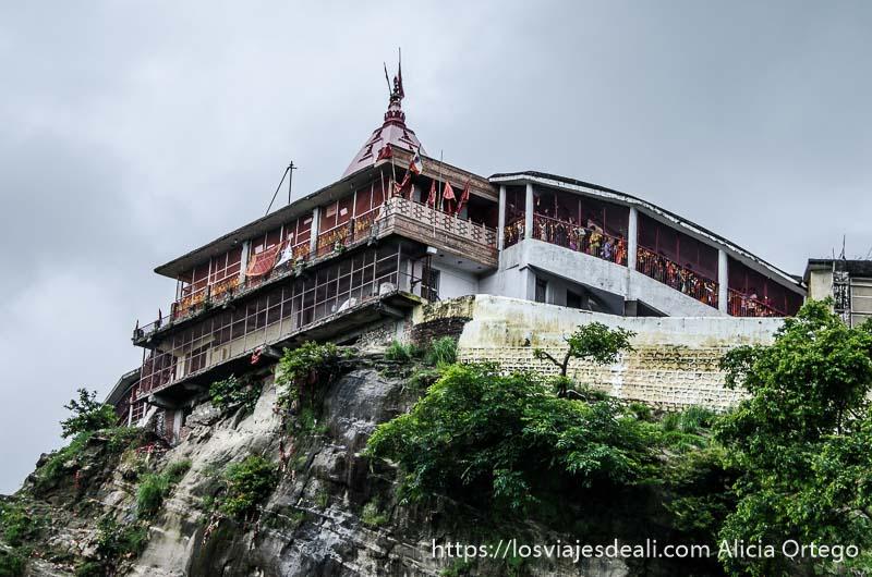 templo de haridwar en lo alto de la montaña