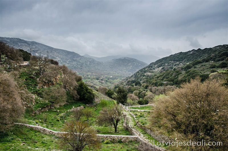 pueblos del interior de naxos paisaje desde Apiranthos
