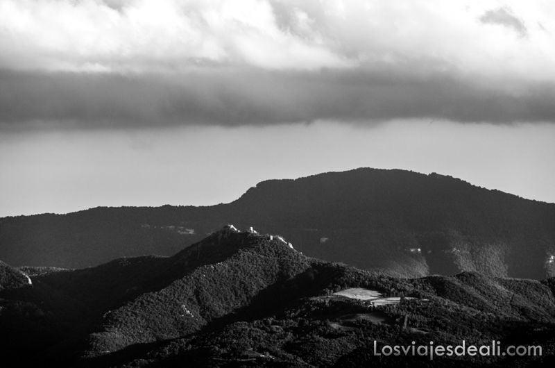 paisaje de pirineos desde el refugio la batére