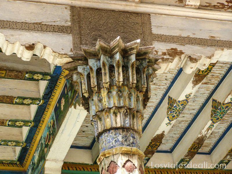columna del mausoleo Abakh Khoja