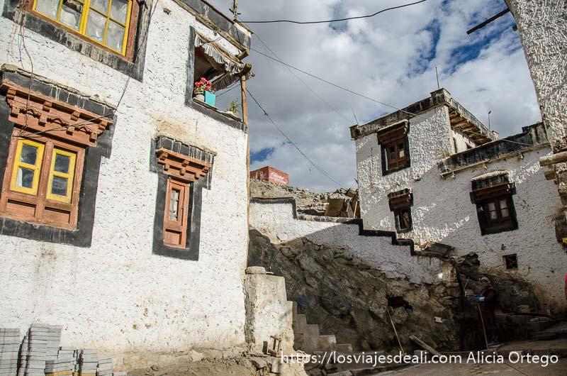casas del monasterio de saboo trekking cerca de leh
