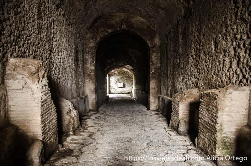 entrada al circo con arco al fondo visita a pompeya