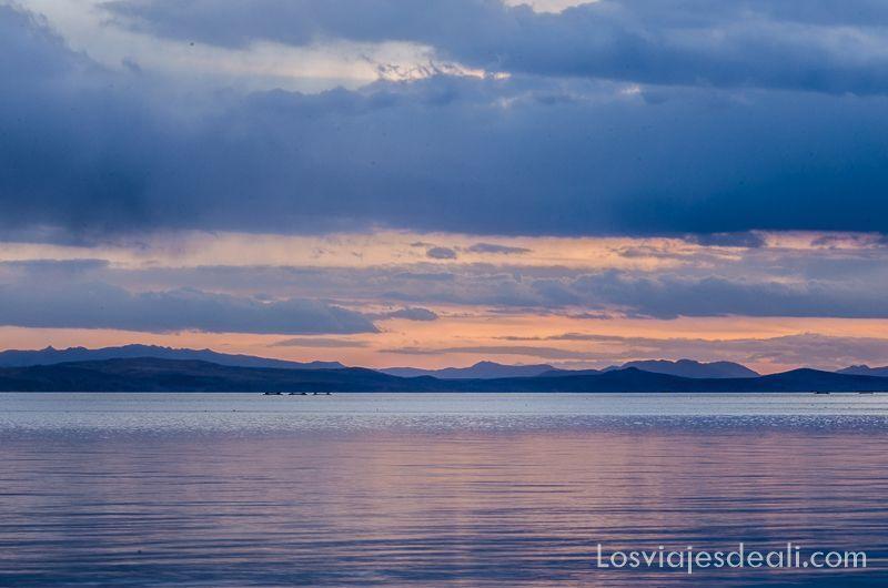 atardecer en el lago titicaca desde península de capachica