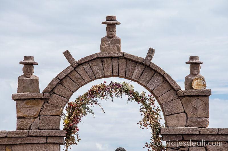 islas del lago titicaca puerta de taquile